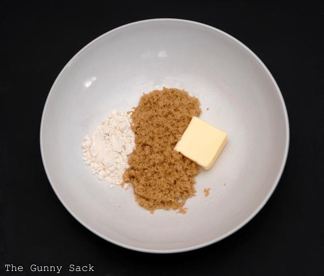 streusel in bowl