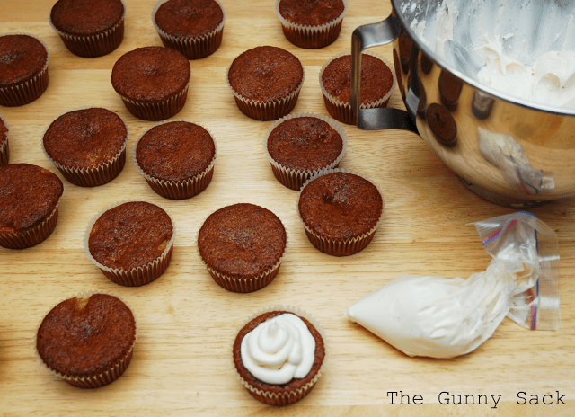 frosting muffins