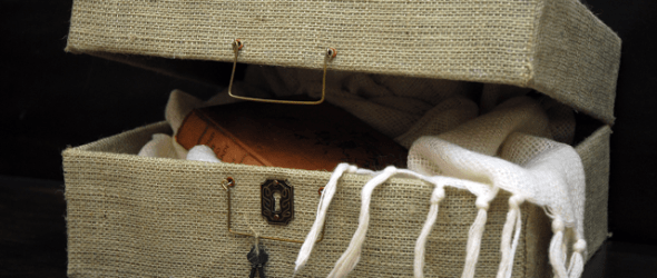 DIY Horchow Antique Rattan Suitcase & Elmer's GIVEAWAY #LooksForLess #GlueNGlitter