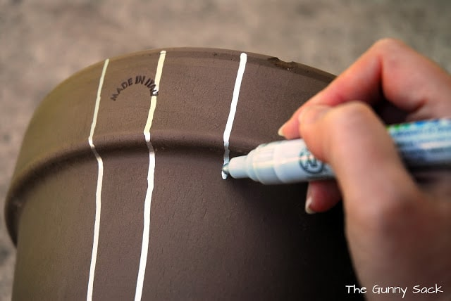 painting on pot