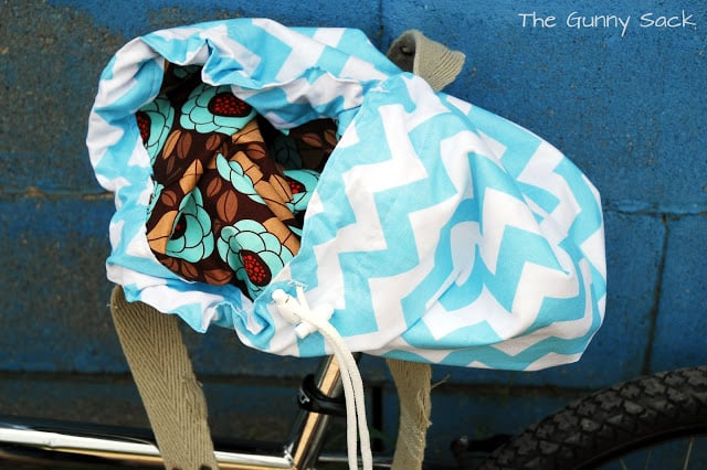 contrasting fabric inside bag
