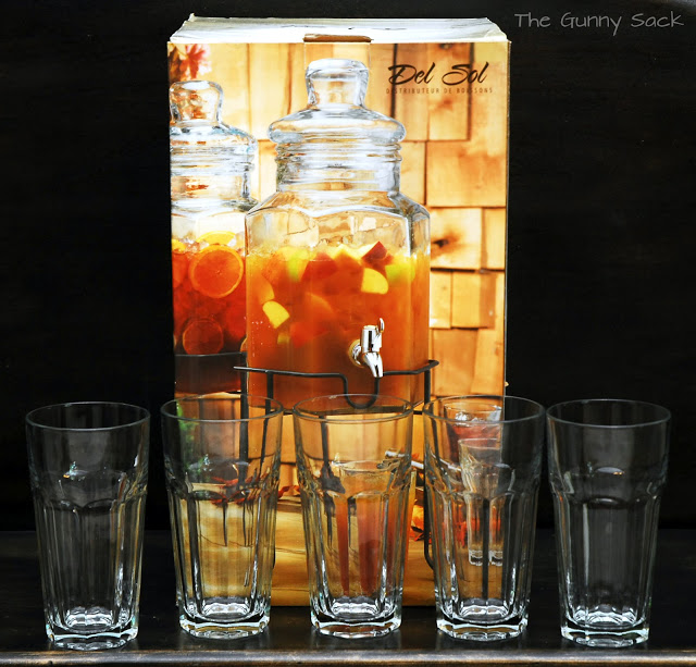 drink dispenser and glasses