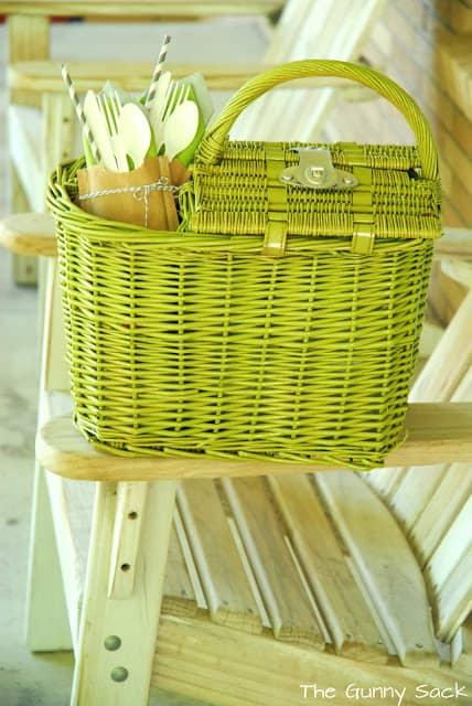 spray paint picnic basket