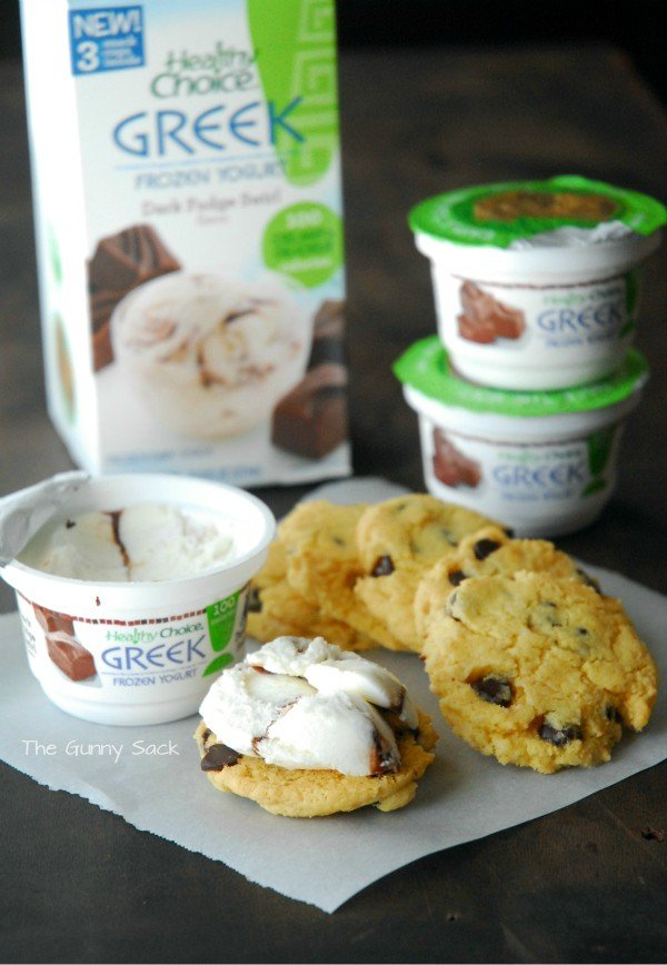 Greek Frozen Yogurt Cookie Sandwiches