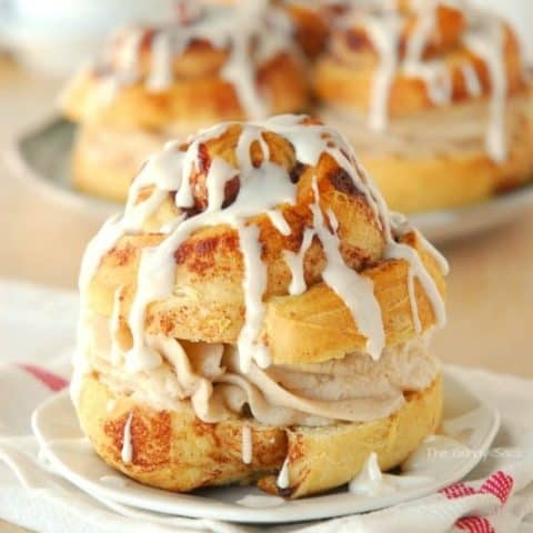 Cinnamon Roll Whoopie Pie Sandwich