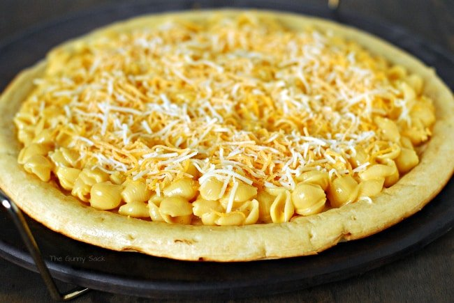 Homemade Macaroni and Cheese Pizza