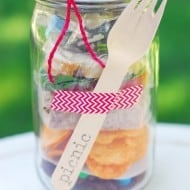 Mason Jar Crafts: Picnic In A Jar