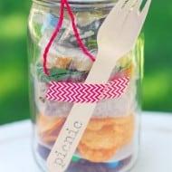 Mason Jar Crafts: Picnic In A Jar