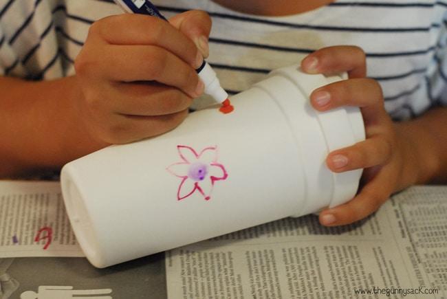 draw flower on coffee carafe