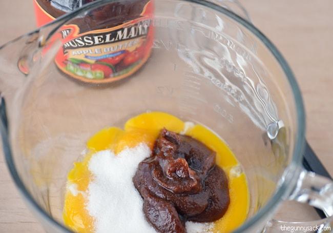 apple creme brulee ingredients in bowl