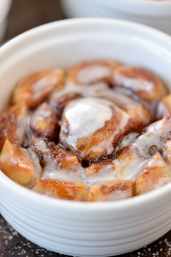 Bloomin' Cinnamon Rolls Recipe with Icing On Top