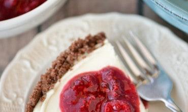 Easy No Bake Cheesecake | thegunnysack.com
