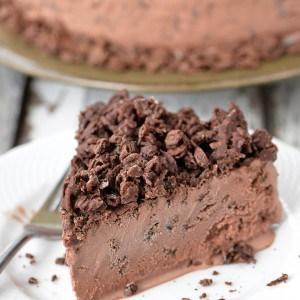 Chocolate Crunch Ice Cream Cake | thegunnysack.com