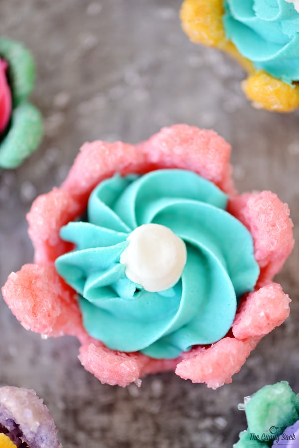 bloomin' flower cookie filled with frosting
