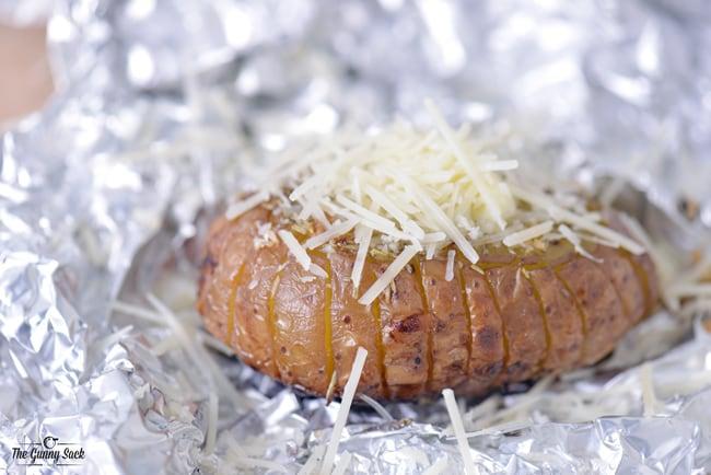 Parmesan Garlic Grilled Baked Potato | thegunnysack.com