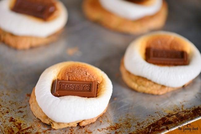 S'mores Cookies Recipe | thegunnysack.com
