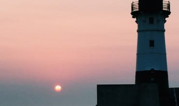 Lighthouse Sunrise Duluth | thegunnysack.com