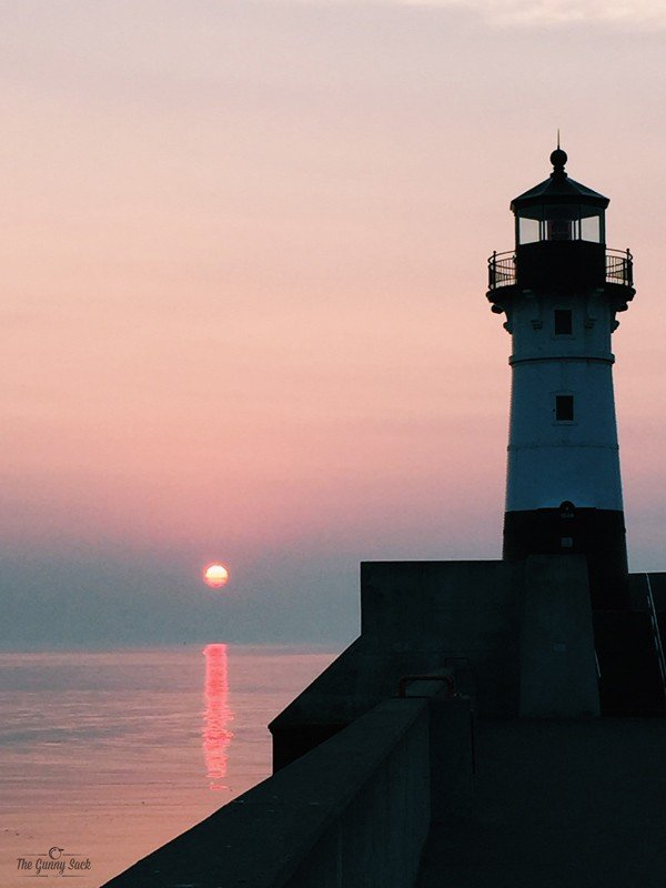 Lighthouse Sunrise Duluth | thegunnysack.com
