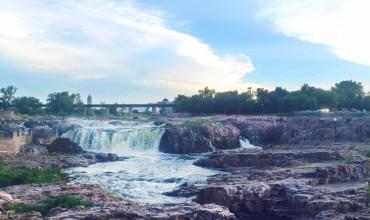Falls Park, Sioux Falls, South Dakota | thegunnysack.com