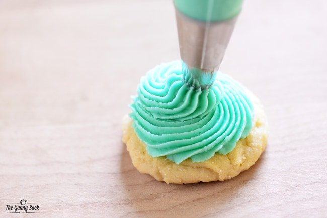 Swirl Frosting For Sugar Cookies | thegunnysack.com