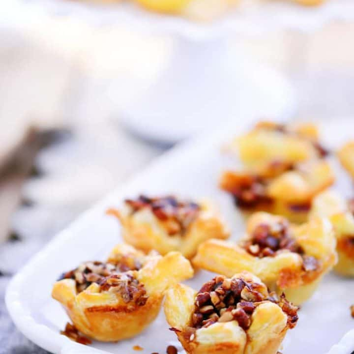 Apple Brie Bites With Pecans | A delicious holiday appetizer recipe!
