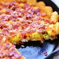 Tater Tot Breakfast Pizza