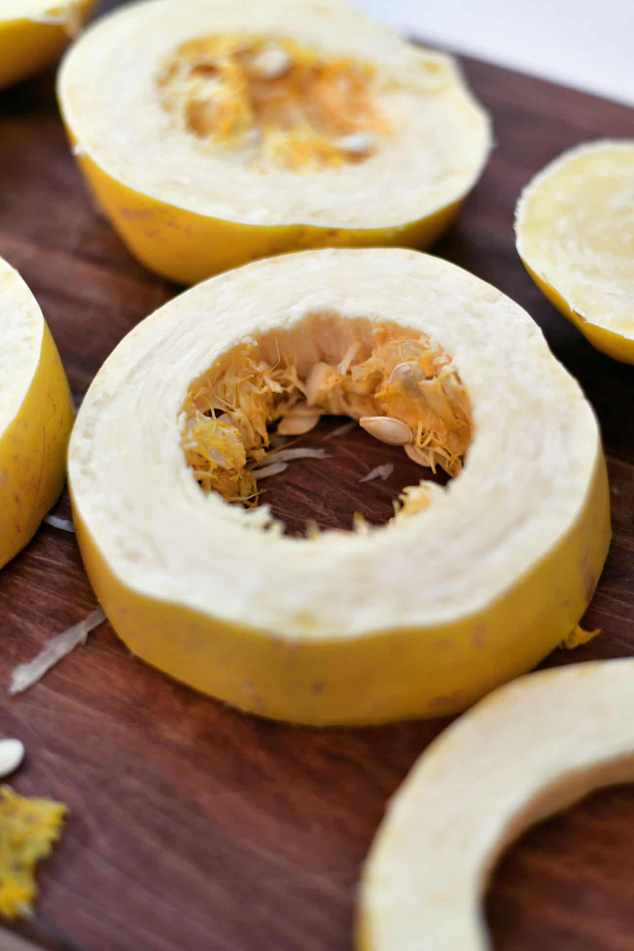 cut spaghetti squash into rings