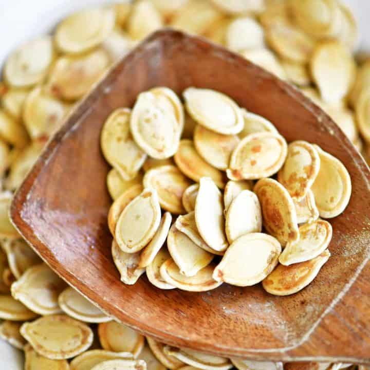 garlic roasted pumpkin seeds