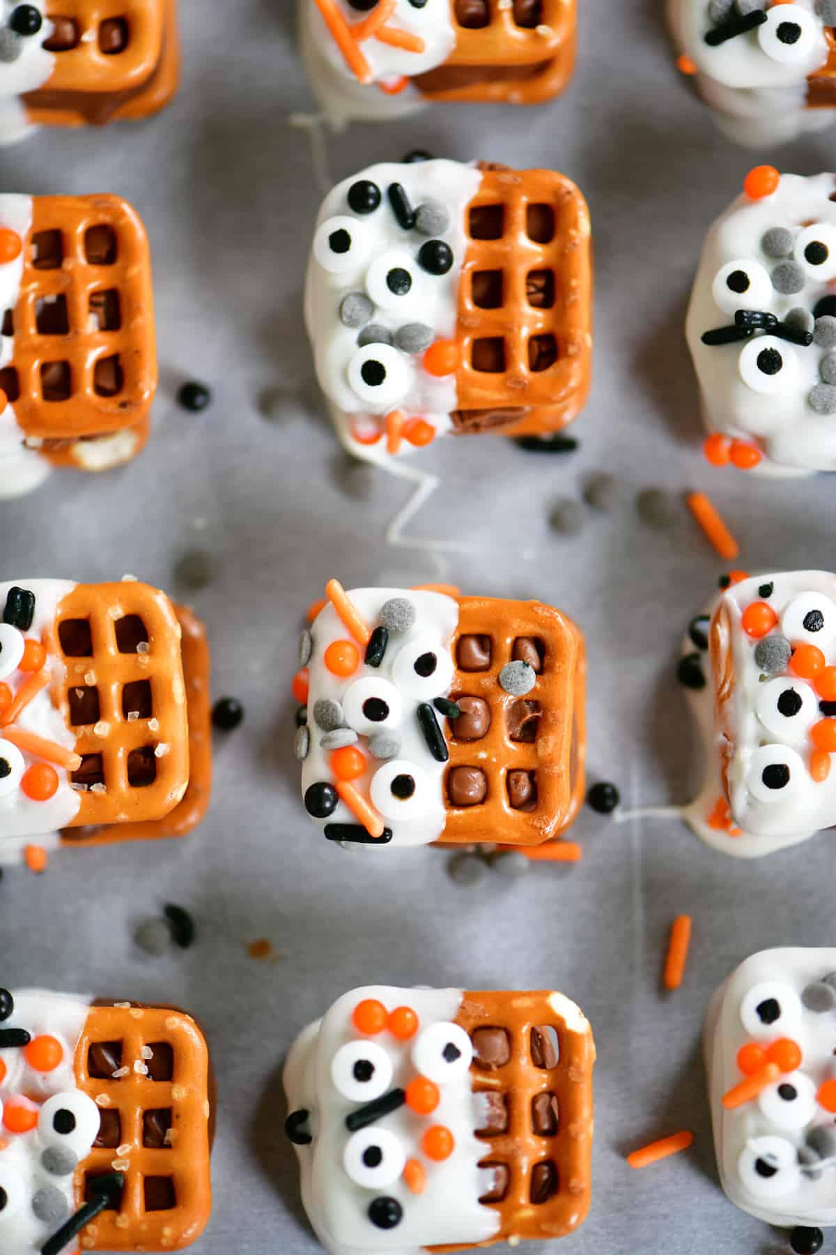 halloween candy bar pretzel bites