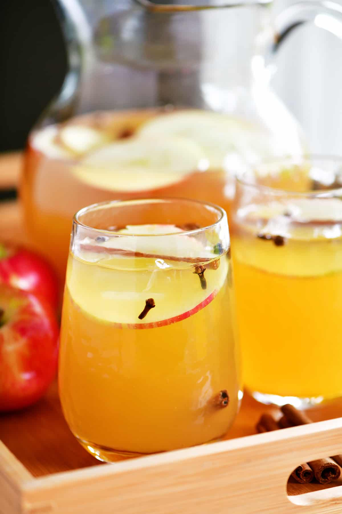 sparkling apple cider in glasses