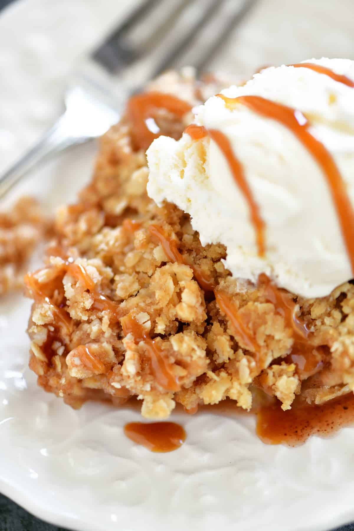 apple crisp with ice cream and caramel