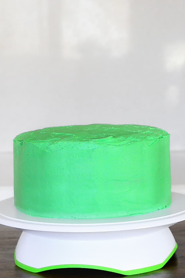 cover sides fo the chocolate mint layer cake with frosting