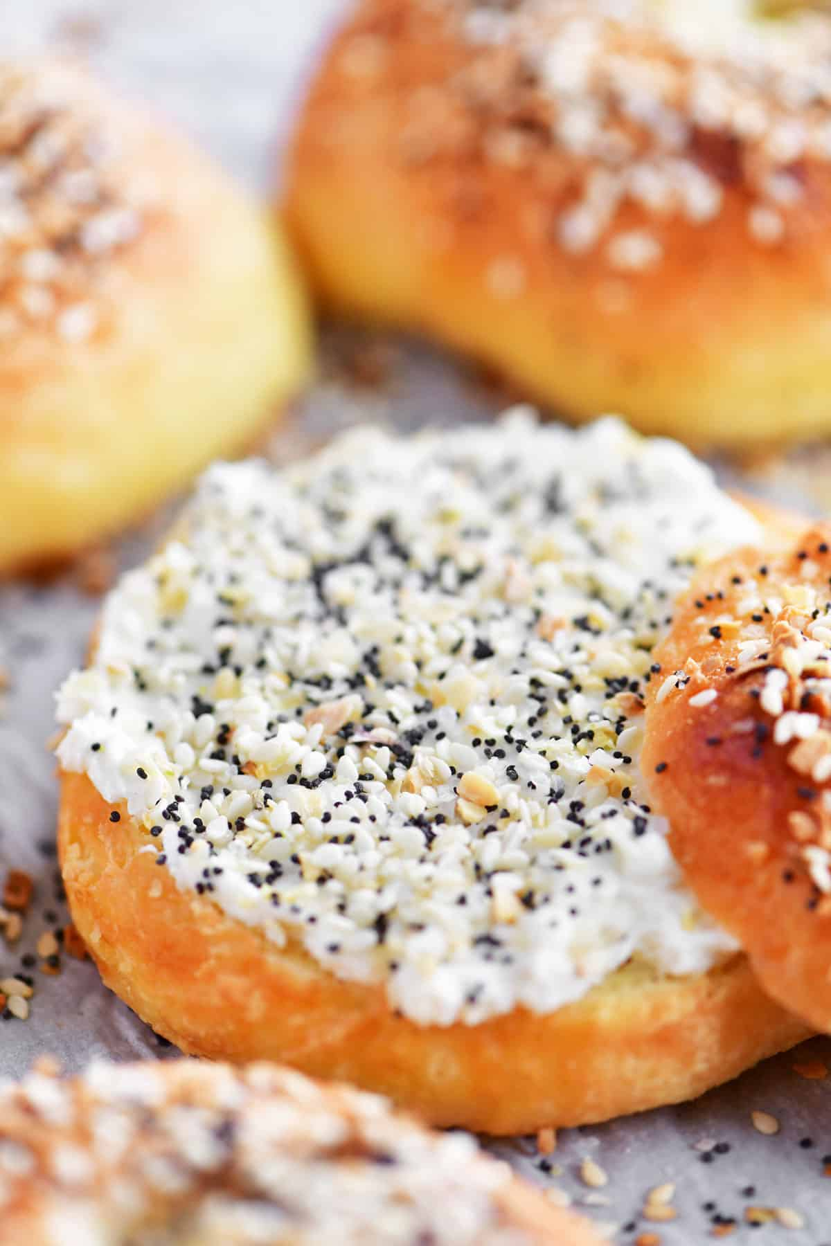 bagel with cream cheese and everything bagel seasoning
