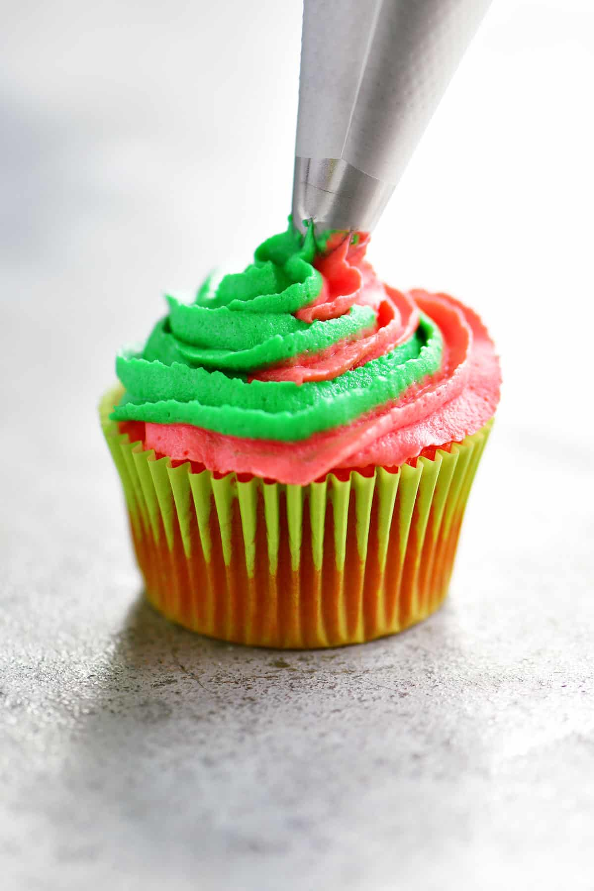 swirl frosting on cupcake