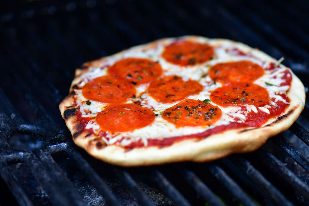 cook pizza on the grill