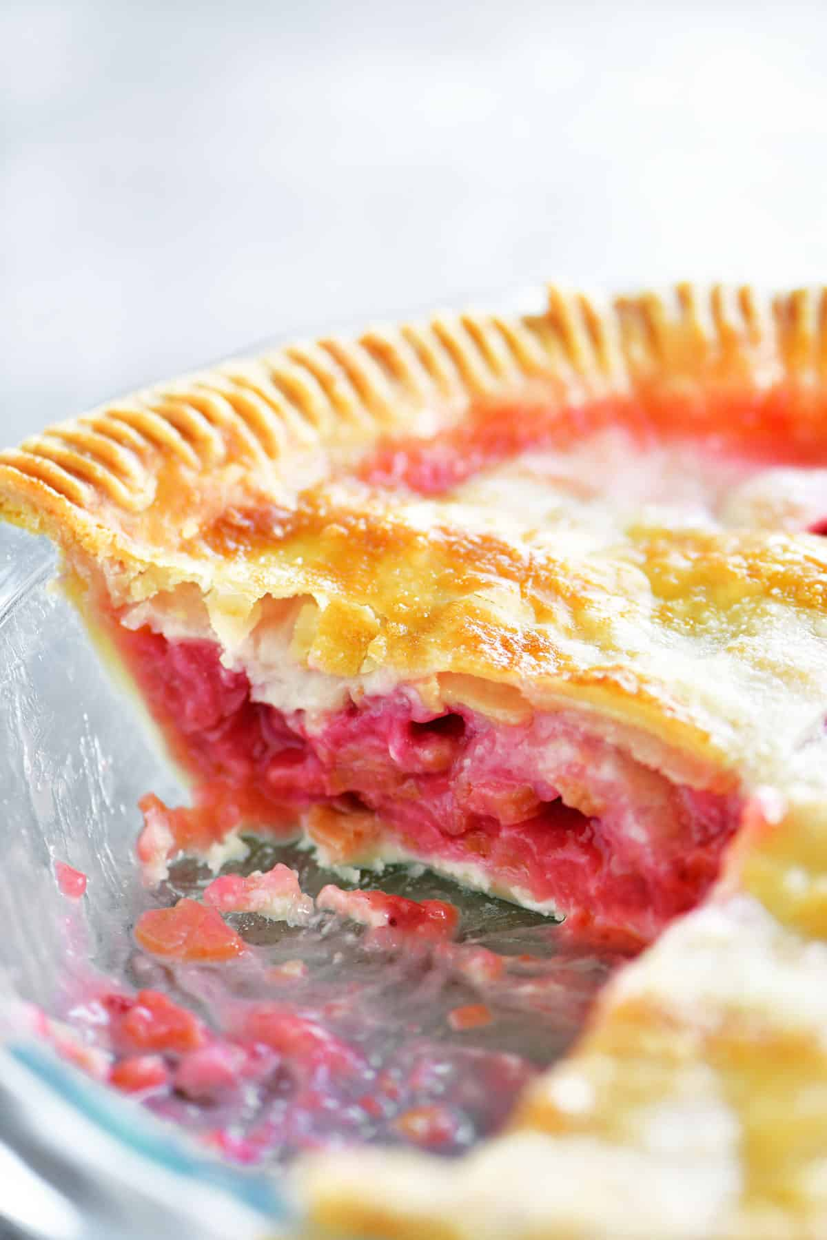 inside strawberry rhubarb pie