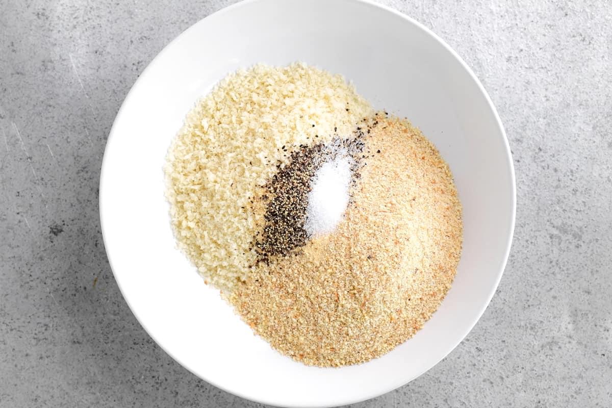 breadcrumbs ingredients in bowl