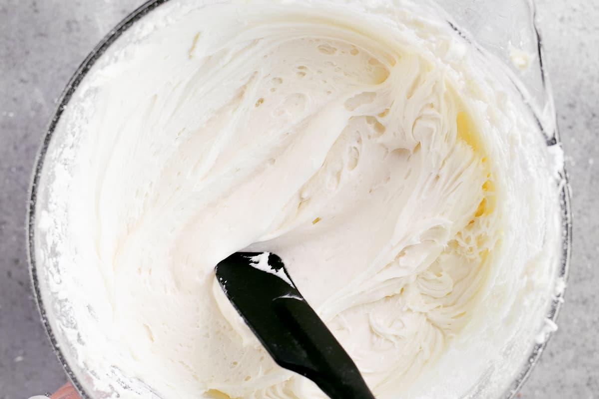 spread cream cheese buttercream