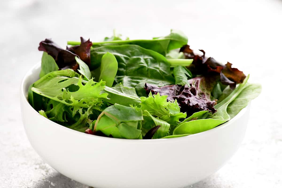 put lettuce in a bowl