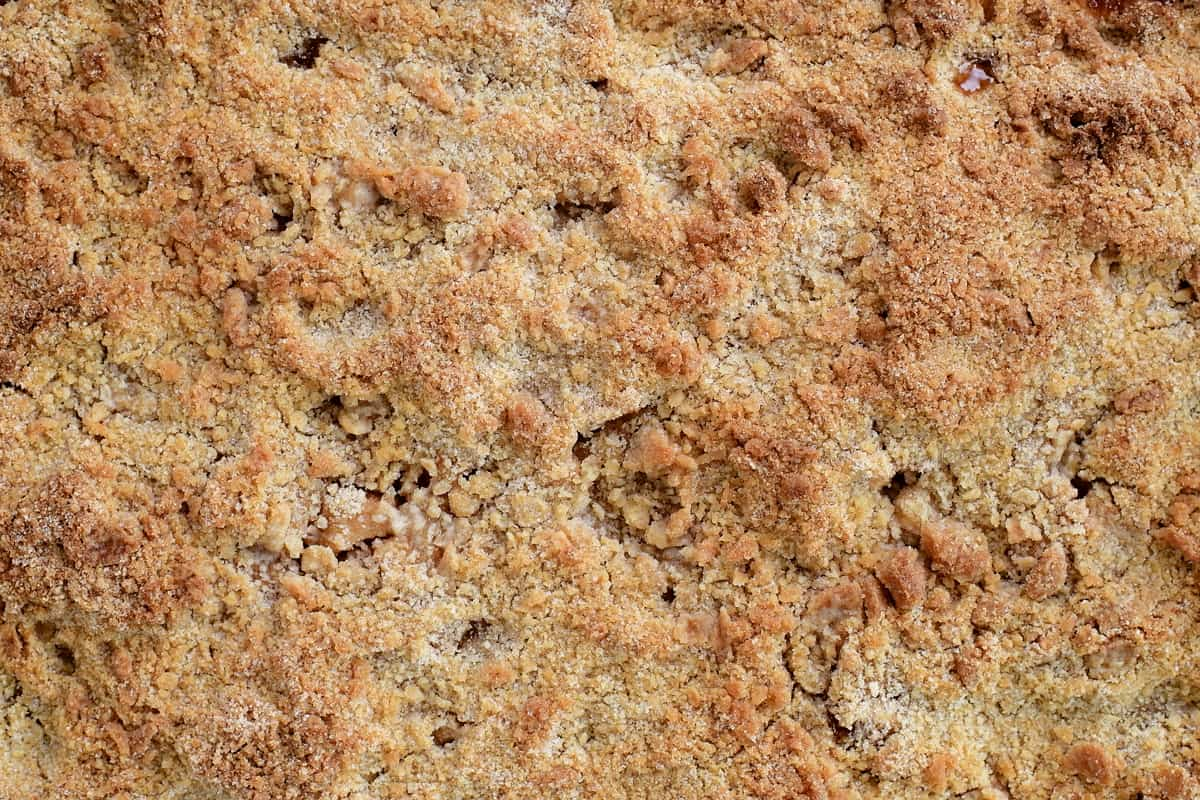 baked apple crumble with golden streusel