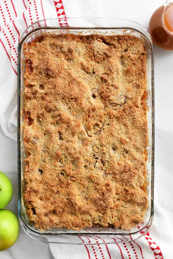 pan of baked apple crumble