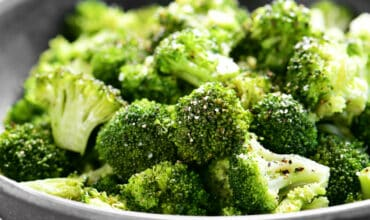 bowl of cooked broccoli